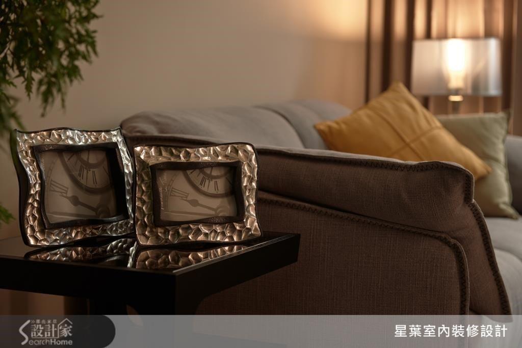 以沉穩優雅的家飾軟件、相框畫作,營造一幅優美的風景。