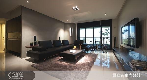 選用清水模、不鏽鋼、清玻璃等建材,讓客廳空間簡雅又大方,寬敞的空間安排,更突顯出現代風的動人質感。