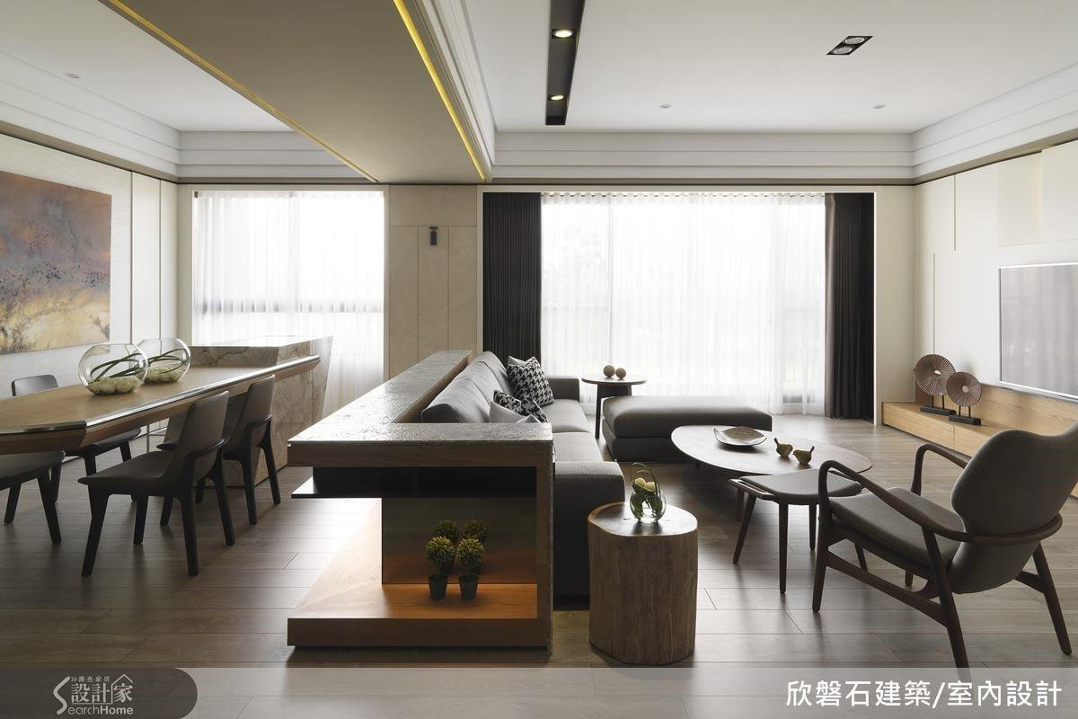 全屋以米白、原木色以及暖灰來帶出閒適的空間感。
