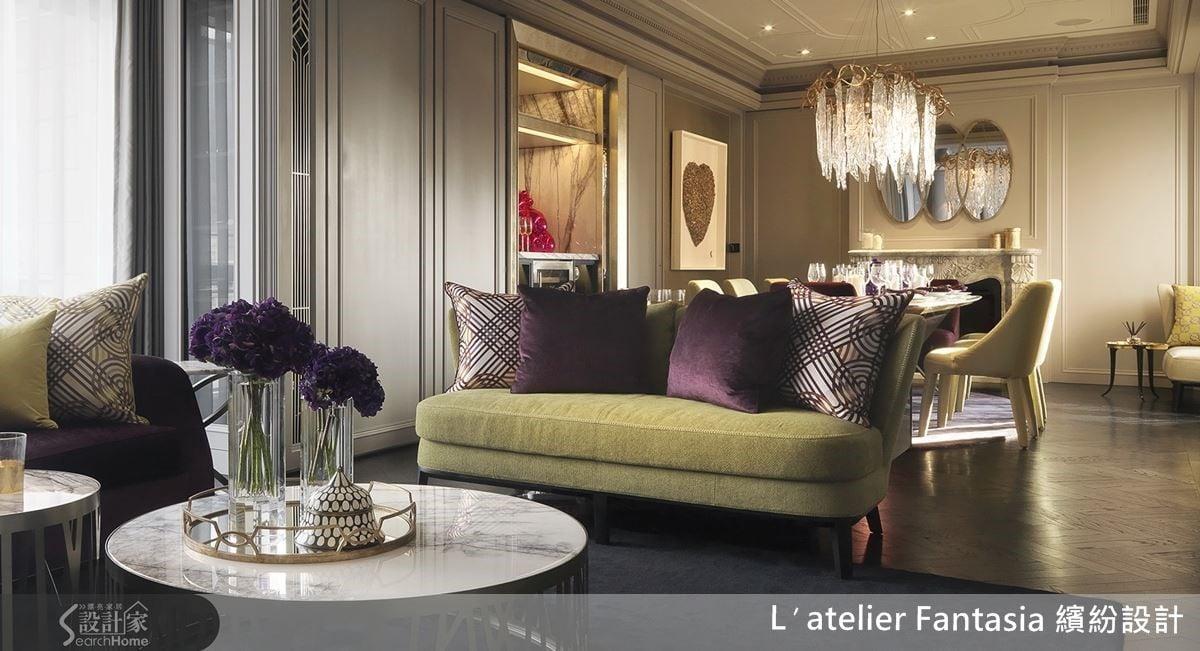 將女主人偏愛的紫色與金色巧妙搭配,再輔以法國藝術家 StephaneGautier Ss 作品「 Coeur de soldats 」妝點,空間散發出紐約紐約的時尚奢華。