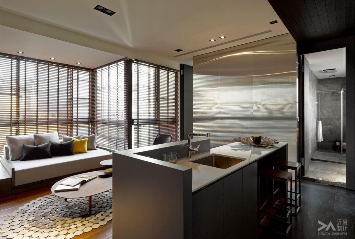 木百葉:木百葉窗簾擁有原木肌理的自然風尚,加上極簡的愜意氣息,創造出溫暖適切的居家空間。圖片提供:近境設計