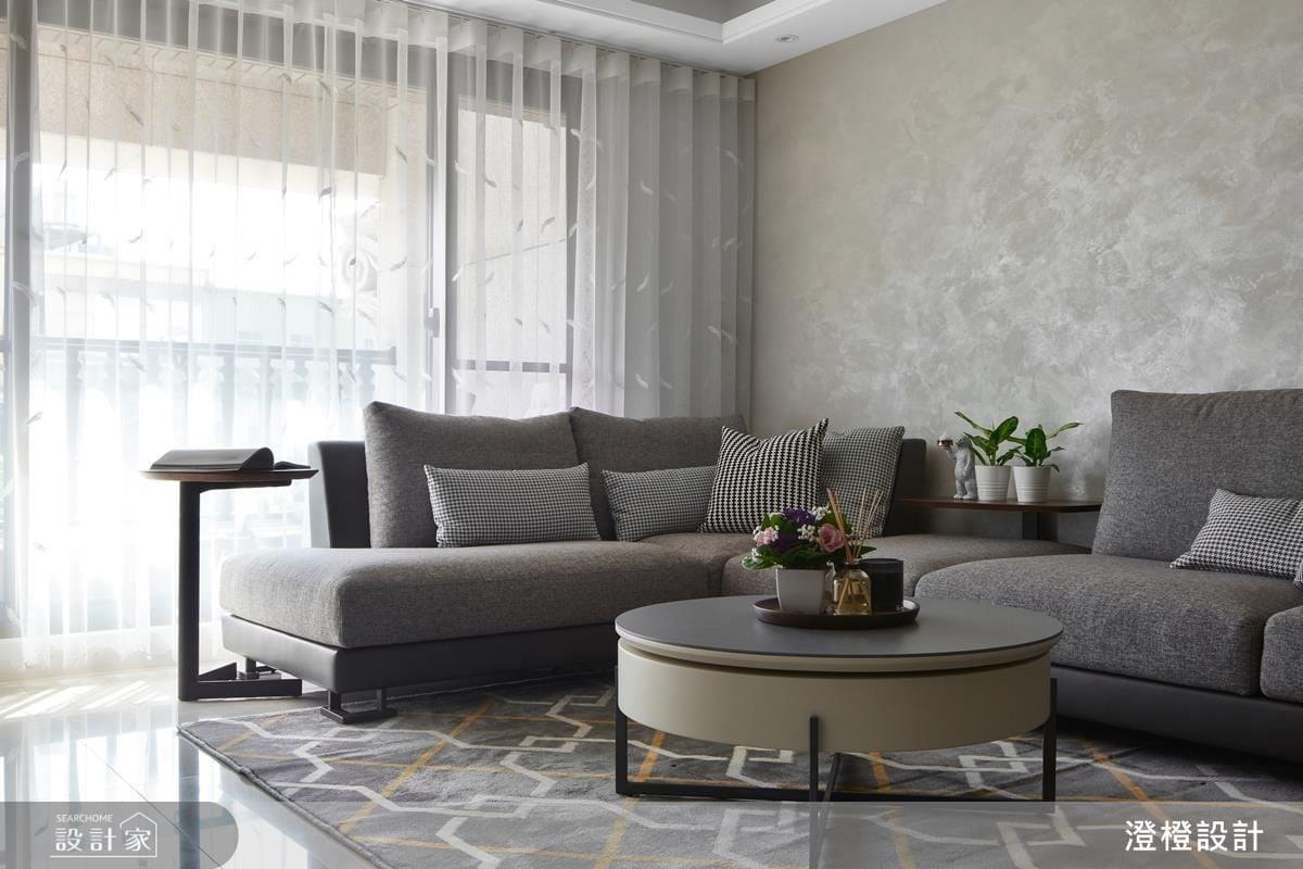 沙發背牆以特殊藝術漆鋪敘,光影映照,效果唯美。