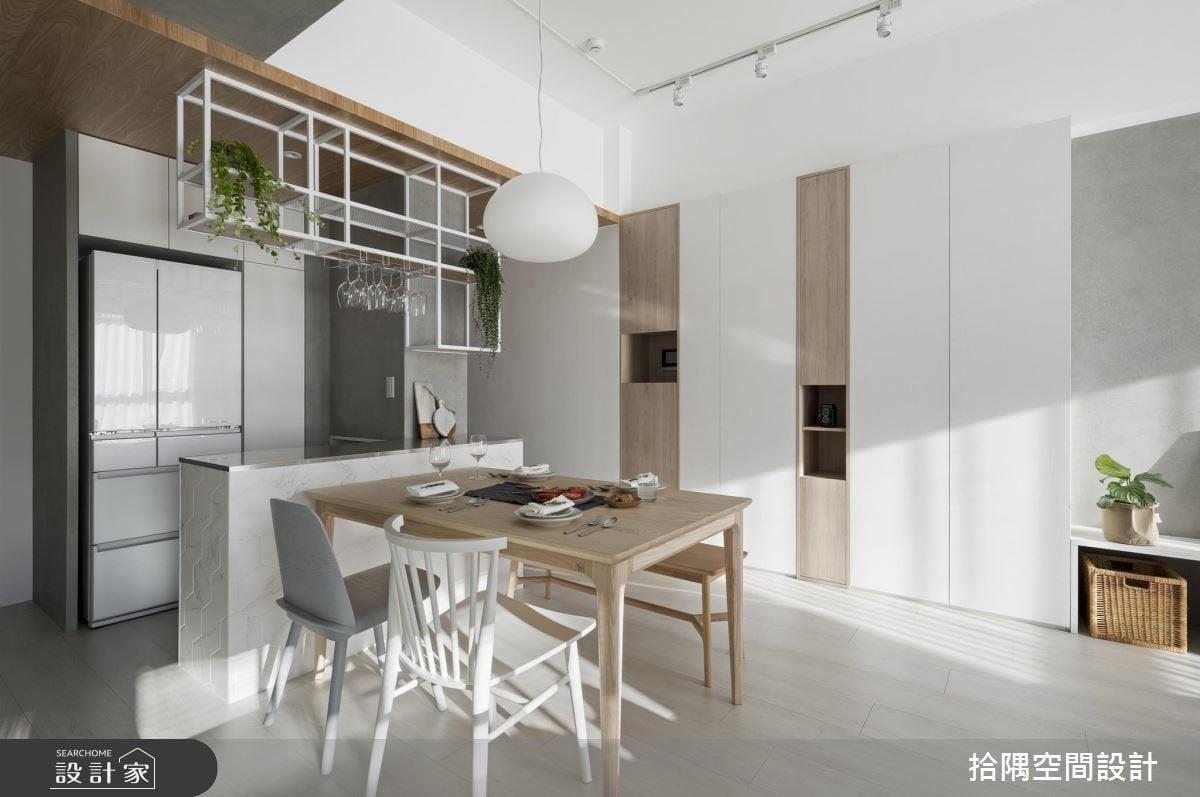 格狀吊櫃為餐廚空間增添創意個性的畫龍點睛效果。
