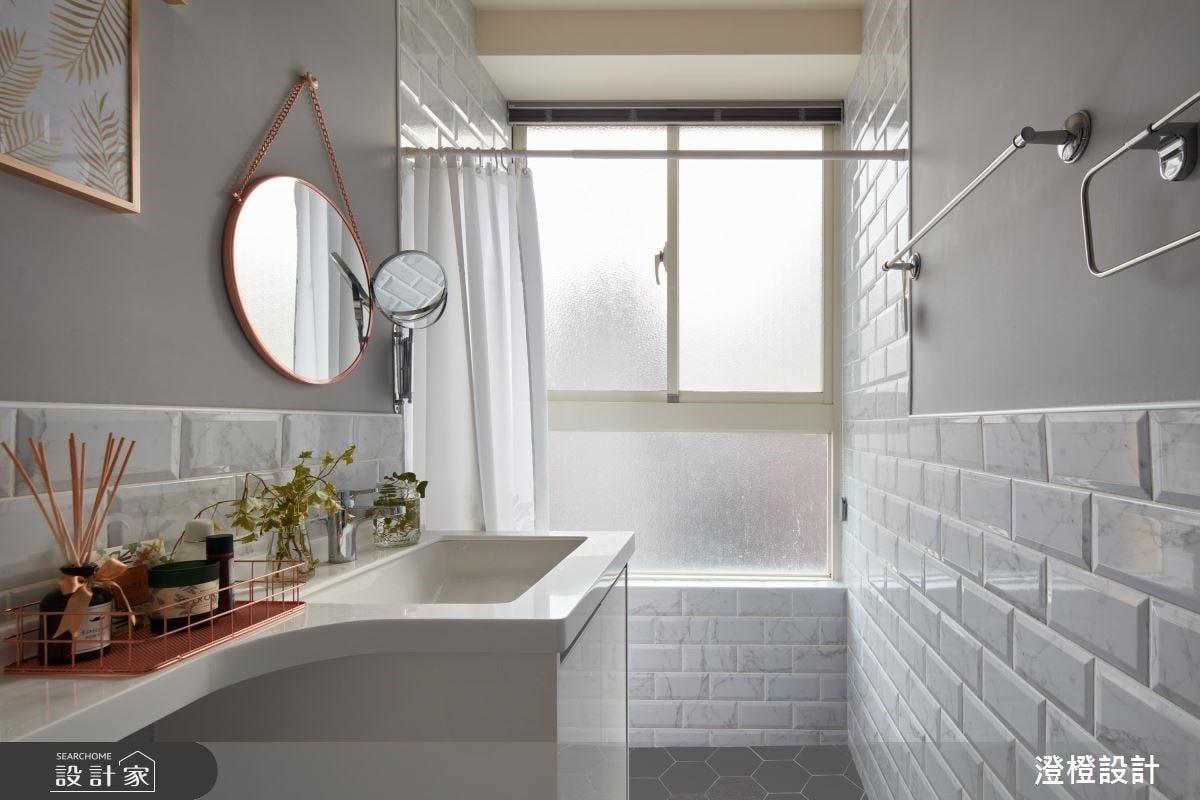 若空間不足或預算有限,可以利用浴室拉簾快速規劃出濕區,雖然不能完全阻絕淋浴水噴濺,但搭配洩水坡道優化排水功能也能達到浴室乾濕分離的效果。